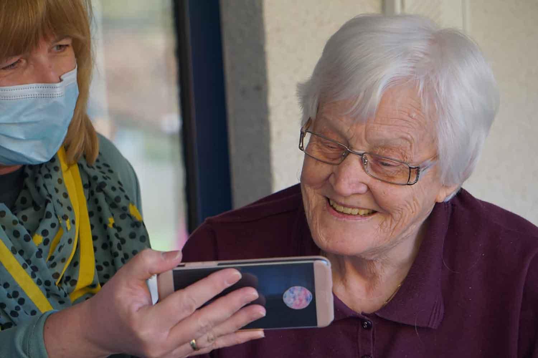 Video Call Kepada Keluarga
